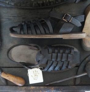 Sandali artigianali in vera pelle e cuoio